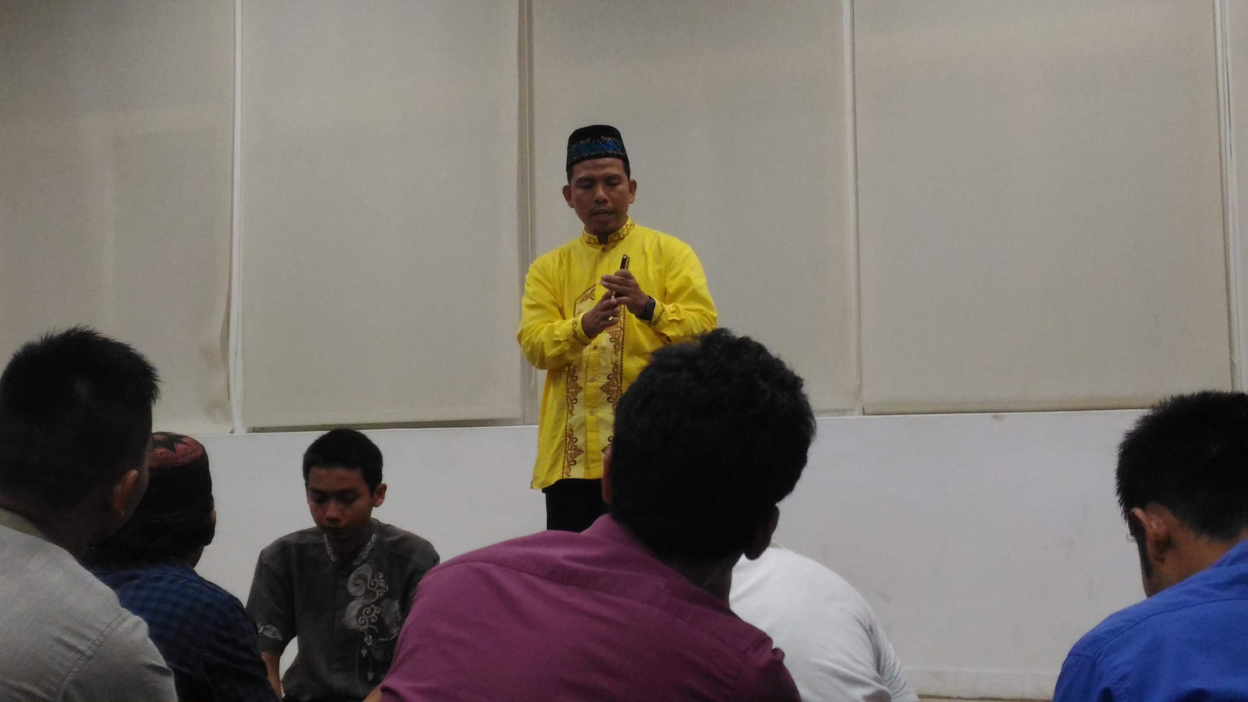 Ustadz Rosihan Anwar memberi tausyiah di NCU